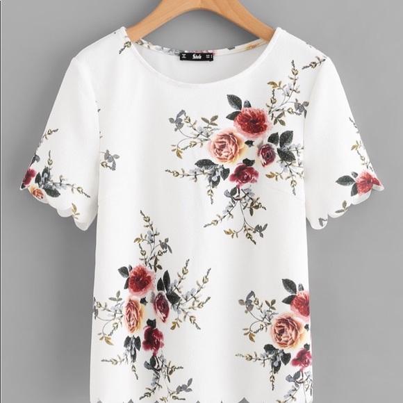 Tops - Flower print scalloped top🌟(2Left)!